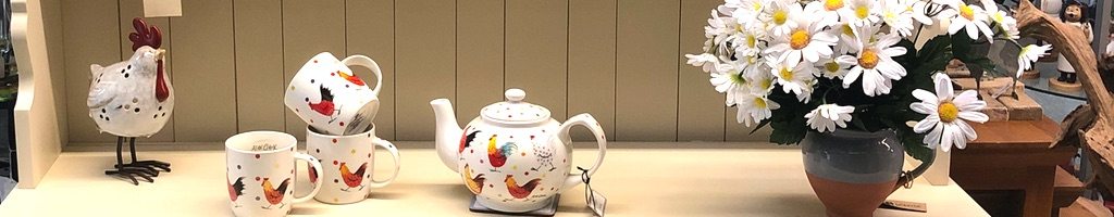 teapot and cups with flowers