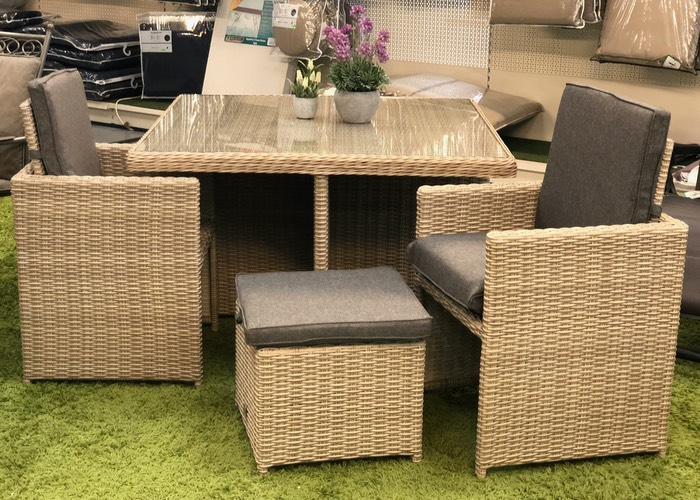 rattan dinning table